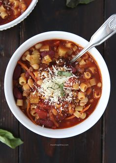 Pasta e fagioli soup via iheartnaptime.net ...This recipe tastes almost identical to Olive Garden's pasta e fagioli! So yummy and surprisingly easy to make!