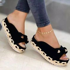 Sneakers Mode, Sneakers Fashion, Fashion Shoes, Flat Sandals, Leather Sandals, Flats, Up Shoes, Trends, Dream Shoes