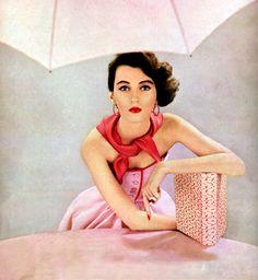 Dovima for Harper's Bazaar, 1951.    (Source: theyroaredvintage)