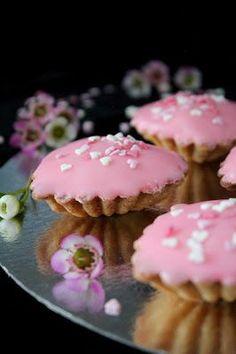 Kakkuviikarin vispailuja!: Ystävänpäivän Bebe-leivokset