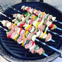 Syn Free Monster Salt and Pepper Kebabs Easy Slimming World Recipes, Slimming World Snacks, Kebab Recipes, Diet Recipes, Diet Meals, Chicken Gyros, Chicken Souvlaki, Kebab Skewers, Savory Rice