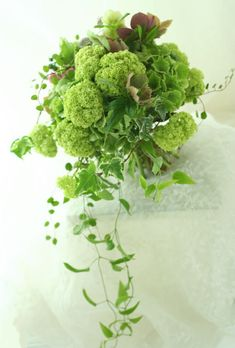 ナチュラルクラッチセミキャスケード 6月の緑 : 一会 ウエディングの花