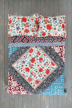 Urban Outfitters - Magical Thinking Farmhouse Floral Quilt