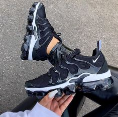 Nike Air Max 270 für NUR 84 € 😱 Link in Bio - alle Größen von 37 - 40 . - shoes - For Womens Nike Air Max, Nike Air Shoes, Adidas Shoes, Sneakers Fashion Outfits, Shoes Sneakers, Yeezy Sneakers, Ootd Fashion, Hypebeast Sneakers, Fashion Shoes