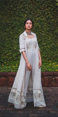A-Line Wedding Dresses Collections Overview 36 Gorgeou… Party Wear Indian Dresses, Designer Party Wear Dresses, Indian Gowns Dresses, Indian Bridal Outfits, Indian Fashion Dresses, Dress Indian Style, Indian Designer Outfits, Pakistani Outfits, Gown Party Wear