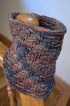 Darkside Cowl by Sarah Fama, knitted by HRHPurpleQueen Cowl Scarf, Knit Cowl, Knitted Shawls, Knit Crochet, Knitted Scarves, Loom Knitting, Knitting Patterns, Scarf Patterns, Knitting Ideas