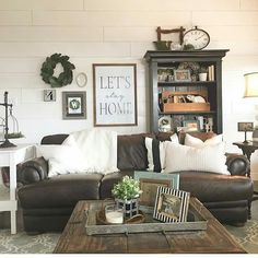 Farmhouse Family Rooms, Dens and Living Room Ideas Let's look at some beautiful modern farmhouse living room decor ideas, farmhouse style family rooms and farmhouse dens and more farmhouse decor … French Country Living Room, Farm House Living Room, Farmhouse Decor Living Room, Farmhouse Family Rooms, Farmhouse Living, Living Room Modern, Modern Room, Living Decor, Country Living Room