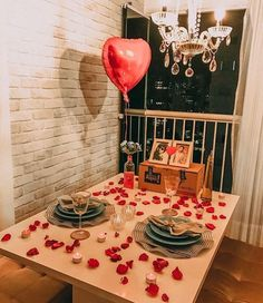 52 Ideas Party Table Centerpieces Diy Heart For 2019 Valentines Gifts For Boyfriend, Boyfriend Birthday, Boyfriend Gifts, Valentine Gifts, Valentine Recipes, Boyfriend Ideas, Valentine Special, Romantic Surprises For Him, Surprises For Husband