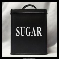 Velká plechová dóza na cukr v černobílém provedení.