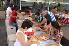 Todas as inscrições podem ser realizadas por e-mail (agenda@bsp.org.br) ou no balcão de atendimento da biblioteca (de terça a sexta-feira, das 9h30 às 17h30), até as datas estipuladas para cada curso.