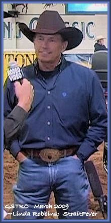 Oh how I love the way those Wranglers fit! George Strait Family, Male Country Singers, Lucky Ladies, Chris Young, Country Men, Sharp Dressed Man, King George, The Man, Sexy Men