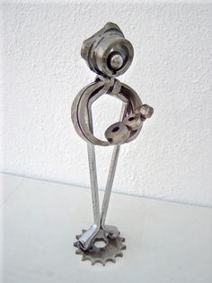 Metal sculpture motherhood created by artist Giannis Dendrinos. Metal Art Sculpture, Mother And Child, Door Handles, Artist, Ideas, Mother Son, Door Knobs, Mother And Baby, Artists
