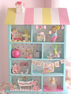 New baby room vintage shadow box ideas Diy Dollhouse, Dollhouse Miniatures, Victorian Dollhouse, Modern Dollhouse, Craft Projects, Projects To Try, Altered Boxes, Pretty Pastel, Box Art