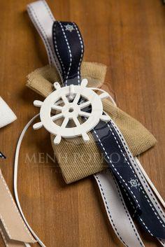 Μπομπονιέρες βάπτισης για αγόρι κρεμαστές με ναυτικό θέμα διακοσμημένες με ξύλινο τιμόνι