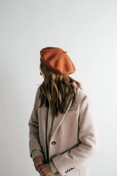 Outfits With Hats, Cool Outfits, Stylish Outfits, Beret Outfit, Wool Berets, Stylish Hats, Caps For Women, Aesthetic Clothes, Ideias Fashion