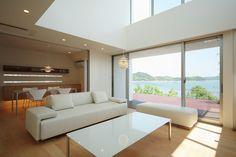 海をテーマとし、白を基調にリゾートホテルを意識したシンプルで上質な住まい。 海に関する(波、さざ波、深海)を空間・ディテールに取り入れ水平線を強調した空間デ… 専門家:Mitsutoshi Okamotoが手掛けた注文住宅住宅事例:SEE SEA HOUSE (海が見える家)のページ。リノベーション・リフォーム、注文住宅の事例多数、SUVACO(スバコ)