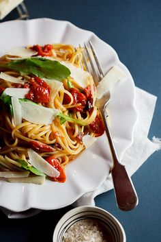 Roasted tomato  garlic linguini with Rocket (arugula) - Simply Delicious—#food #recipe