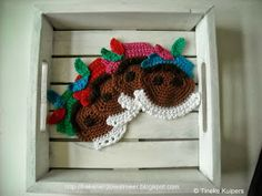 haken en zo wat meer: Haakpatroon onderzetters zwarte piet Crochet Diagram, Holiday Crochet, Some Times, 4th Of July Wreath, Burlap Wreath, Knit Crochet, Chrochet, Garland, Cucina