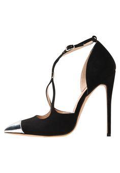 ¡Consigue este tipo de zapatos de salón de Lost Ink ahora! Haz clic para ver los detalles. Envíos gratis a toda España. Lost Ink AIKO TOECAP POINTED COURT Zapatos altos black: Lost Ink AIKO TOECAP POINTED COURT Zapatos altos black Zapatos   | Material exterior: tela, Material interior: piel de imitación, Suela: fibra sintética, Plantilla: cuero de imitación | Zapatos ¡Haz tu pedido   y disfruta de gastos de enví-o gratuitos! (zapatos de salón, salon, court, courts, pumps, zapatillas...