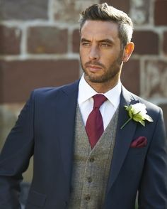 150 best groomsman poses for your wedding. Navy and burgundy wedding colors. Navy and burgundy groom suit inspiration. Groom suit with vest. Costume Marie Bleu, Groom Outfit, Groomsmen Attire Navy, Navy Suit Groom, Best Groom Suits, Fall Groomsmen Attire, Groom Tux, Mens Groom Suit, Country Groom Attire