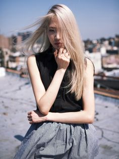 I think this would be awesome to do with my hair.... I've been kinda wanting Blonde hair for some time now... Hrmm...