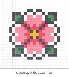 Petite fleur rose au point de croix