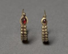 Roman Syrian earrings, c. 100 BCE to 100 CE. Made of gold and garnet. From the Cleveland Museum of Art.