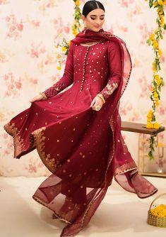 Nikkah Dress, Pakistani Formal Dresses, Pakistani Fashion Party Wear, Beautiful Suit, Beautiful Dresses, Wedding Dinner Dress, Girls Frock Design, Frocks For Girls, Beige Dresses