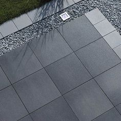 In Kombination mit Gray brillant. In Kombination mit Gray brillant. In Kombination mit Grigio brillant. In Kombination mit Gray brillant. In Kombination mit Grigio brillant. Backyard Patio, Backyard Landscaping, Back Gardens, Outdoor Gardens, Paving Ideas, Garden Paving, Exposed Concrete, White Concrete, Landscape Design