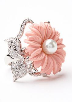 Pink flower shaped coral,pearl and diamond . Jewelry Box, Jewelry Rings, Jewelery, Fine Jewelry, Gris Rose, Pearl Ring, Unique Rings, Beautiful Rings, Diamond Are A Girls Best Friend