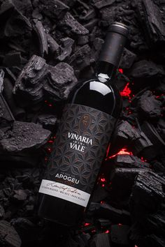 Premium Wine Label Design - Apogeu on Behance You are in the right place about Packaging Design grap Wine Bottle Design, Wine Label Design, Wine Bottle Labels, Beer Labels, Liquor Bottles, Wine Photography, Advertising Photography, Commercial Photography, Product Photography