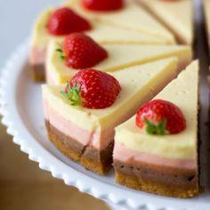 Layered chocolade cheesecake met aardbeien