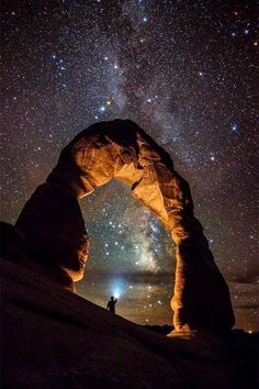 Milky way over Arches national park.a desert landscape in Utah. All Nature, Amazing Nature, Nature Quotes, Oh The Places You'll Go, Places To Visit, American National Parks, Delicate Arch, Beautiful Places, Beautiful Pictures