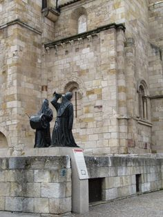 All About Spain, Spain And Portugal, Places To Travel, Cathedral, Castle, Statue, Architecture, Iglesias, Pictures