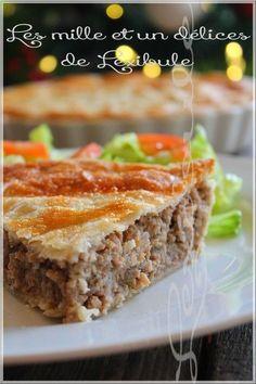 les milles & un délices de ~lexibule~: ~Pâté à la viande~ French Meat Pie, French Food, Pie Recipes, Vegan Recipes, Savoury Baking, Bon Appetit, Food And Drink, Appetizers, Meals