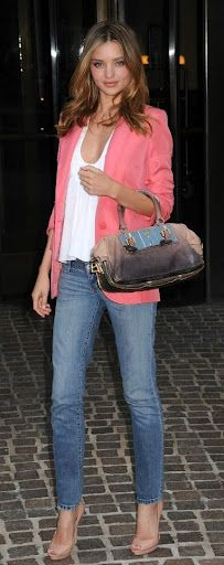 Moda Miranda Kerr - Light Blue Jeans and Peach Blazer.