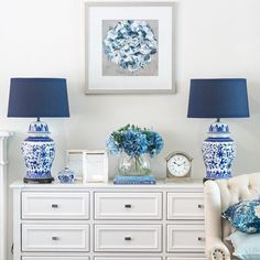 50 Elegant House Decor Ideas On the off chance that you are hoping to make an inside decor that is elegant in style, at that point here are a few thoughts that you can use [Continue Read] Blue White Decor, Hamptons Decor, Room Decor, Decor, Interior Design, Interior, Hamptons Style Living Room, Home Decor, Elegant Home Decor