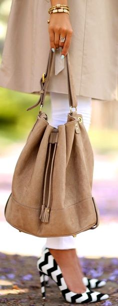 Nubuck bag, pumps from Schutz Gilberta