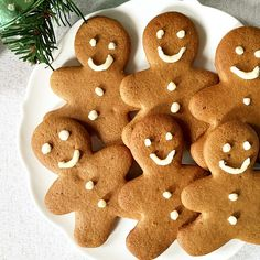 A very easy gingerbread man recipe for little and big ones. Get the Christmas ready with these fun biscuits that so christmassy.