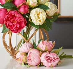 Display a beautiful bouquet with this gold orb container. #flowers #homedecor #golddecor #willowdesigntx www.willowdesigntx.com