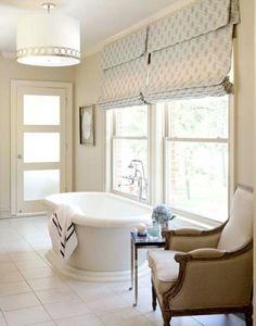 schlichte cremefarbene vorh nge verleihen dem raum eleganz. Black Bedroom Furniture Sets. Home Design Ideas