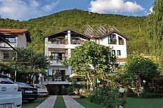 Macedonie Westen Lagadin  Villa Klia ligt in een groene omgeving in Lagadin aan de oevers van het meer Ohrid en aan de voet van de berg en het nationale park Galicica. Er is een grote tuin met zitjes en een restaurant waar...  EUR 358.00  Meer informatie  #vakantie http://vakantienaar.eu - http://facebook.com/vakantienaar.eu - https://start.me/p/VRobeo/vakantie-pagina