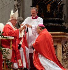 "Mons. Morosini ha ricevuto il Pallio da Papa Francesco: ""Abolire padrini per cresime e battesimi"" - #PapaFrancesco #Pallio #MonsMorosini #Chiesa #CalabriaPage"