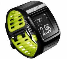 L'orologioNike+ SportWatch di TomTom è un vero e proprio allenatore sportivo. Questo orologio GPS è dotato di un display tattile e di tre pulsanti per indicarti l'ora, la tua posizione, la distanza, la tua velocità, le calorie bruciate e la tua frequenza cardiaca.Questi dati ti permetteranno di personalizzare i tuoi allenamenti, di migliorare i tuoi tempi e di fissarti dei nuovi obiettivi.
