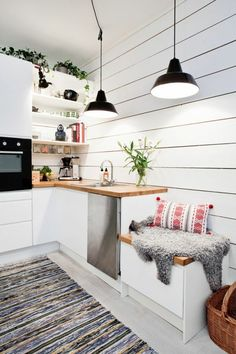 Scandinavian kitchen decor belongs to the most perfect decorations for a modern kitchen. We have a collection of Scandinavia kitchen decor ideas to consider. Sweet Home, Small Apartment Kitchen, Attic Apartment, Apartment Therapy, Apartment Ideas, Scandinavian Kitchen, Scandinavian Style, Scandi Style, Cozy Kitchen