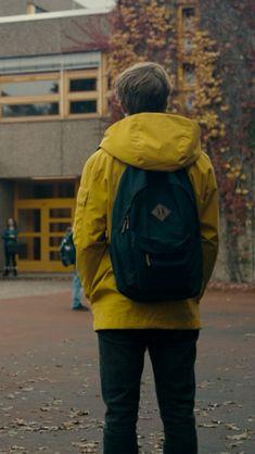 Jonas Kahnwald Dark Yellow Hooded Jacket On UsaJacket Netflix Series, Series Movies, Movies And Tv Shows, Shows On Netflix, Netflix 2017, Paranormal, Imagenes Dark, Dibujos Dark, Louis Hofmann
