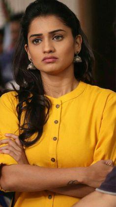 Beautiful Bollywood Actress, Most Beautiful Indian Actress, Beautiful Actresses, Cute Beauty, Beauty Full Girl, Indian Photoshoot, Indian Wedding Photos, Actress Pics, Beautiful Girl Photo