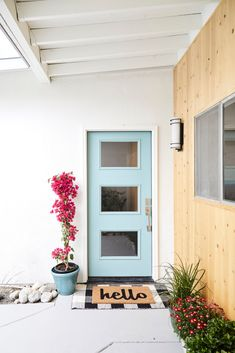 Yes, you want to see inside this recently restored Palm Springs home. Tap the link in our bio for the Scandi-chic meets mid-century modern makeover. Photo by design by Front Door Paint Colors, Painted Front Doors, Front Door Decor, Front Porch, Terrazzo Flooring, Cute Dorm Rooms, Spring Home, Spring Summer, Door Design