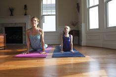 Je ochtend fris beginnen of net voor je gaat slapen je hoofd helemaal leegmaken: er is altijd wel een makkelijke yogahouding voor élk moment van de dag.