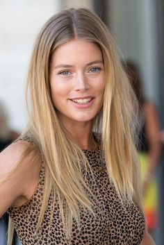 This is exactly what my hair would look like if I dyed it blonde and let my roots grow. # summer Hairstyles for moms Doutzen Kroes Layered Cut Summer Hairstyles, Straight Hairstyles, Cool Hairstyles, Hairstyles Haircuts, Hair Inspo, Hair Inspiration, Corte Y Color, Natural Blondes, Doutzen Kroes